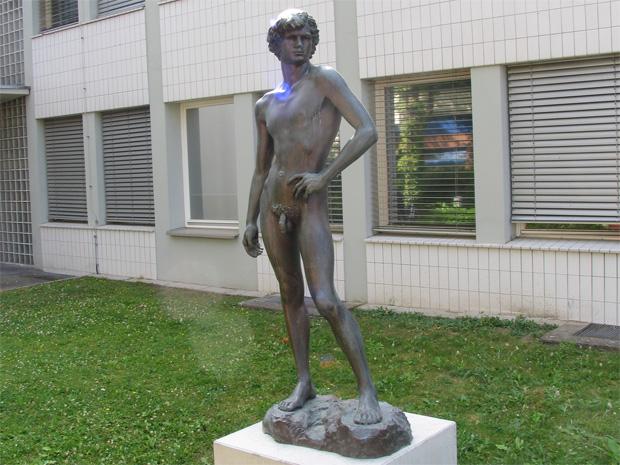 """Jugend"" by Karsten Klingbeil, 1984. Vivantes Klinikum Neukölln. Photo by Karl Andersson."