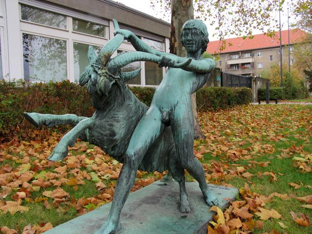 """""""Junge mit Ziegenbock"""", boy sculpture by Hans Latt, 1918, Rudolstädter Straße 79, Berlin. Photo by Karl Andersson."""