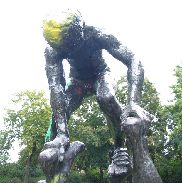 """""""Spielende"""", boy sculpture by Wilfried Fitzenreiter, 1975. Photo by Karl Andersson."""
