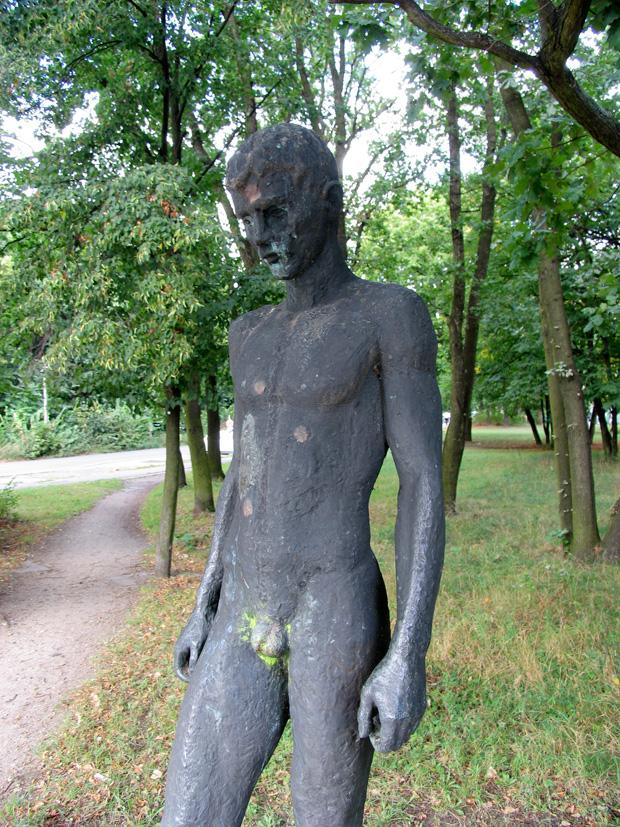 Sportler, stolen boy sculpture by Fritz Ritter, 1974. Baumschulenstrasse, Berlin. Photo by Karl Andersson.