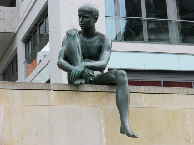 """Part of sculpture group """"Drei Mädchen und ein Knabe"""" by Wilfried Fitzenreiter, 1988. Spreeufer opposite Berliner Dom. Photo by Karl Andersson."""
